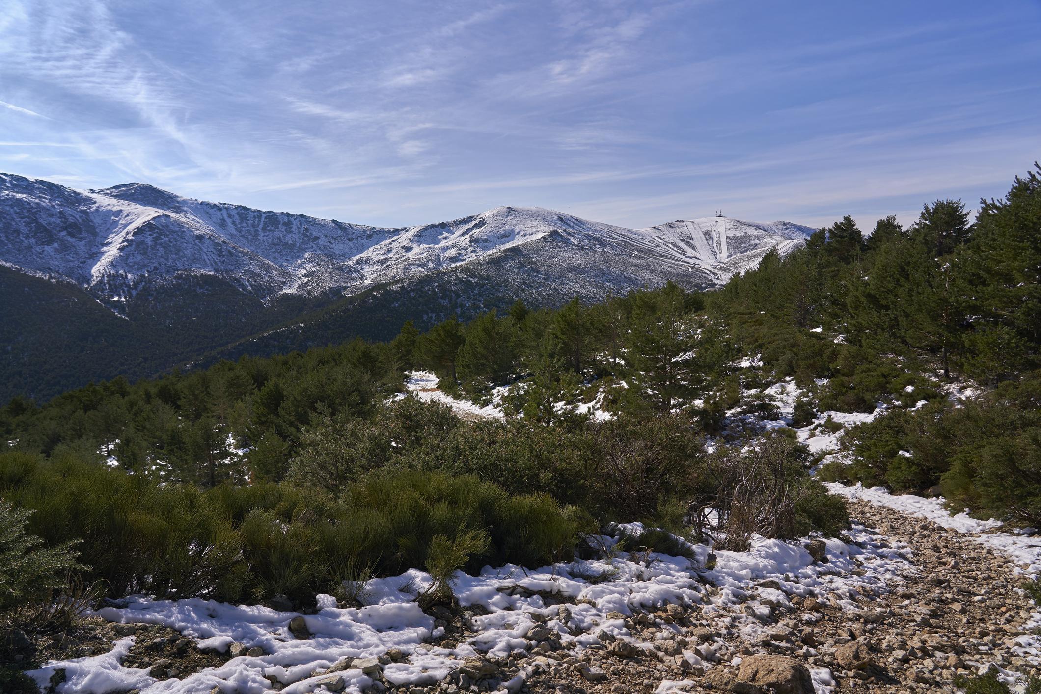 Sierra Navacerrada nevada, laguna de Peñalara en Madrid.